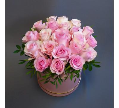 21 роза в шляпной коробке