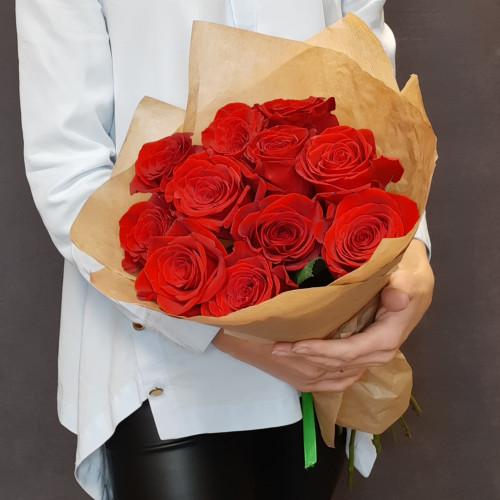 11 красных роз в крафте  от FlorPresent