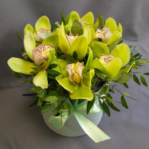 Шляпная коробка с орхидеями от FlorPresent