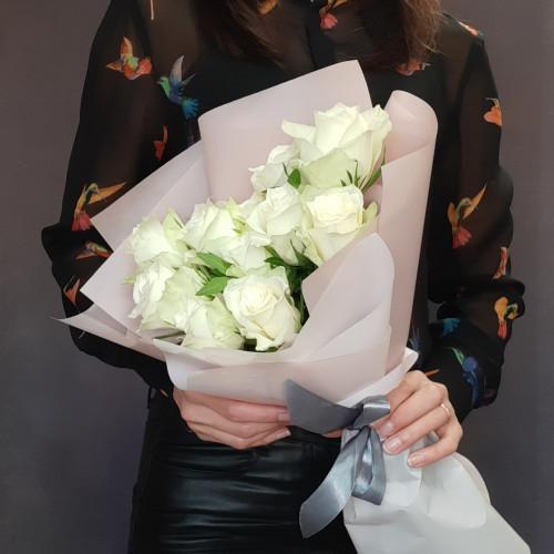Букет белых роз «Поцелуй» от FlorPresent